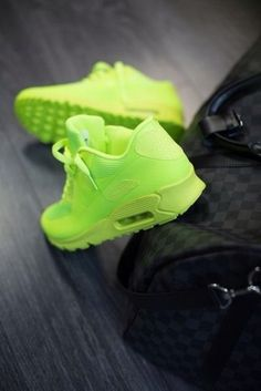 Wheretoget - Neon green Nike Air Max 90 sneakers
