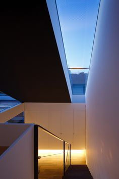 Image 8 of 21 from gallery of RAY House / APOLLO Architects & Associates. Photograph by Masao Nishikawa Architecture Details, Interior Architecture, Amazing Architecture, Modern Skylights, Roof Light, House Extensions, Interior Exterior, Architect Design, Residential Architecture