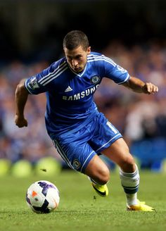 I love soccer and this is one of my favorite players and teams(Eden Hazard and Chelsea). I can watch soccer all day and it's kinda sad I'm not playing anymore World Best Football Player, World Football, Sport Football, Soccer Players, Football Shirts, Chelsea Blue, Chelsea Fans, Chelsea Football, Eden Hazard Chelsea