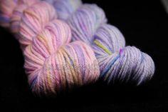 vlna merino BIO - MINI PEPITO fialová - Hand Dyed Yarn - Fingering - ručne farbená vlna na pletenie :: eshop.vlna-art.sk