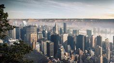 Le photographe Suisse Gus Petro a eu l'incroyable idée de fusionner grands espaces et villes dans son domaine de prédilection, la photographie.