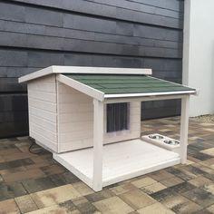 80X100 külső méretű, lambéria kutyaház, zsindely fedéssel, zsindely cseppentő lemezzel ellátva. Belső mérete 70X90, falvastagság 5cm. Minden oldala,