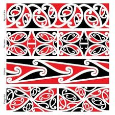 Use kowhaiwhai patterns to make Maori culture visible in your centre Maori Designs, Tatoo Designs, Tattoos Pulseras, Maori Symbols, Maori Patterns, Zealand Tattoo, Polynesian Art, Polynesian Tattoos, Maori People