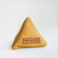 Mustard pyramid pouch by morelle Mustard, Zip Around Wallet, Jewelry Accessories, Handmade Jewelry, Card Holder, Pouch, Leather, Fashion, Moda