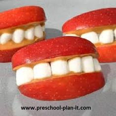 Friendship Preschool Theme Apple Smiles!  This and 30+ more activities on this preschool theme page!