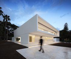 Imagen 1 de 57 de la galería de Casa Entre La Pinada / Fran Silvestre Arquitectos. Fotografía de Fernando Guerra | FG+SG