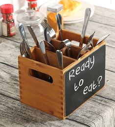 4 Compartment Wood Utensil Storage Caddy with Chalkboard Front Panel and Cut-Out Handles: Perfect for kitchen and dining sets Cutlery Caddy, Condiment Caddy, Utensil Storage, Storage Caddy, Cutlery Holder, Woodworking Projects That Sell, Woodworking Plans, Torch Wood, Kitchen Sink Design