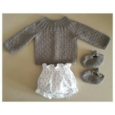 Conjunto primaveral. Jersey y sandalias tejidos a mano con algodón 100%. Pololo de gomitas confeccionado con piqué de algodón. L'Anita