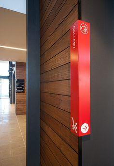 Em comemoração a reinauguração da Biblioteca da Faculdade de Arquitetura da Urfgs, mostramos o projeto de sinalização do prédio da Biblioteca Hume Global Leraning Centre (projeto do escritório FJM…