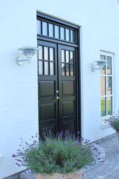 Home Design, Modern Villa Design, Contemporary Style Homes, Mountain Home Exterior, Modern Windows, Forest House, Outdoor Living, Outdoor Decor, Modern Exterior