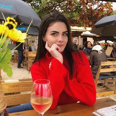 Mundo Lolita (@mundololita) • Fotos e vídeos do Instagram Foto E Video, Alcoholic Drinks, Squad, Babe, Instagram, The World, Pictures, Alcoholic Beverages, Classroom