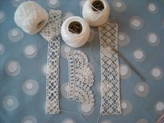 Virka spetsar Stick O, Textiles, Diy Crafts To Sell, Crochet Lace, Doilies, Handicraft, Floral Tie, Crochet Projects, Needlework