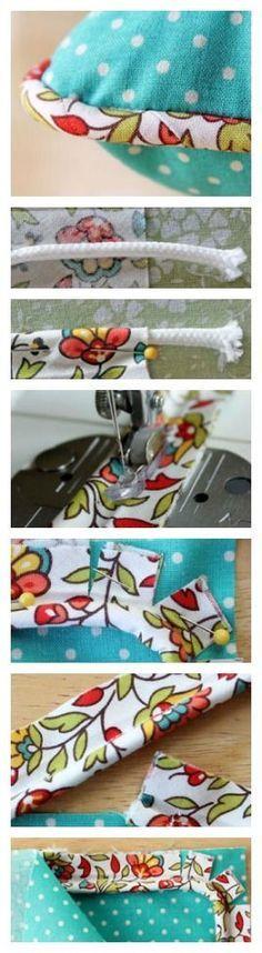 Fica aqui a explicação de como aplicar um cordão na beira de uma almofada. Para nos ajudar a costurar o cordão dentro do tecido escolhido, usamos o calcador