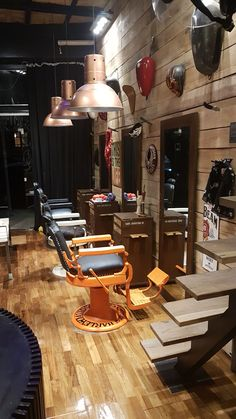 Barber Shop Interior, Barber Shop Decor, Salon Interior Design, Salon Design, Tony Barber, Barber Shop Vintage, Barbershop Design, Barber Chair, Shop Interiors