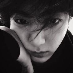Bts Taehyung, Jimin, Blackpink Photos, Taekook, Kpop, Dark, Black White Photos, Bts Boys, Icons