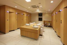 LIXIL ビジネス情報 施工事例 トイレ・洗面の一覧 Village House Design, Village Houses, Public Space Design, Rhombus Shape, Rest Room, Washroom, Bathroom Ideas, Toilet, Sink
