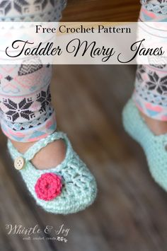 Crochet Baby Shoes crochettoddlerlittledotmaryjanespatternPIN - Free Crochet Pattern - Toddler Little Dot Mary Janes Slippers. Beautiful slipper pattern for your toddler girl. {Pattern by Whistle and Ivy} Crochet Bebe, Crochet Baby Booties, Crochet Slippers, Diy Crochet, Crochet House, Crochet Cardigan, Crochet Ideas, Crochet Toddler, Crochet For Kids