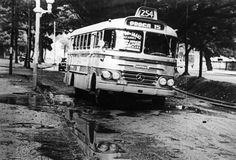 Ônibus Cermava -  Mercedes Benz A empresa Carrocerias Cermava foi fundada em 1950 e tinha sede no Rio de Janeiro, tendo sido mais tarde adquirida pela Caio, de São Paulo. A imagem mostra um ônibus Cermava-Mercedes Benz, da linha 254, na Avenida Maracanã em 1968.