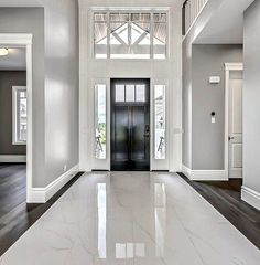 I love this marble tile in the foyer by via 👏. I love this marble tile in the foyer by via 👏🏼 Beautiful Houses Interior, Beautiful Homes, Decor Interior Design, Interior Decorating, Entryway Flooring, Tile Entryway, Marble Foyer, Flur Design, Foyer Decorating