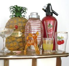 This is a vintage cocktail party and all then accessories needed: britvic retro pineapple icebucket, soda syphon, cocktail shaker and glasses Cocktail Party Food, Party Food And Drinks, Rat Pack Party, Vintage Cocktails, Cocktails For Parties, C'est Bon, Vintage Christmas, Christmas Ideas, Appetizer Recipes