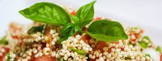 *** Rohkost Quinoa Salat *** Was man über Quinoa liest, klingt eigentlich zu schön um wahr zu sein. Das, so genannte, Superfood ist ein Pseudogetreide und glutenfrei, es eignet sich daher sehr gut für Menschen die unter Glutenunverträglichkeit leiden. Quinoa gilt als eins der eiweißreichsten Lebensmittel, ist reich an Mineralien, Aminosäuren, Vitaminen und Fetten und liefert auch noch viele Ballaststoffe. ...