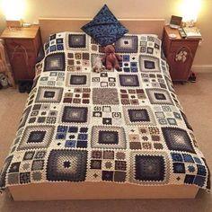 Transcendent Crochet a Solid Granny Square Ideas. Inconceivable Crochet a Solid Granny Square Ideas. Crochet Motifs, Crochet Quilt, Crochet Blocks, Granny Square Crochet Pattern, Crochet Squares, Crochet Home, Crochet Blanket Patterns, Crochet Crafts, Granny Squares