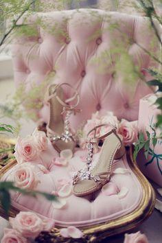 queenbee1924:  Love love this! | Delicate, pretty & just feminine ❤)
