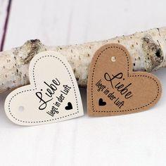 Süßer Geschenkanhänger in Herzform mit der Aufschrift: LIEBE LIEGT IN DER LUFT! In vielen verschiedenen Papierfarben erhältlich. Größe 4,5 x 4 cm. Palm Beach Sandals, Paper Mill, Love Heart, Kraft Paper, Card Wedding, Handmade, Creative, Deco