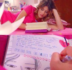 """""""Porque tiene que dolerme tanto cuando estoy con leon es como si sin tiera lo mismo que el pero eso es otra cosa claro es raro sabes que estoy aqui en mi cuarto escribiendo en mi diario!!!! vilu<3"""