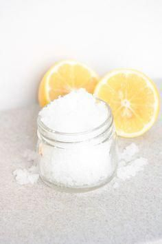This lavender and lemon salt scrub is the perfect way to feel rejuvenated and made over. #DrySkinOnFace Diy Body Scrub, Face Scrub Homemade, Diy Scrub, Salt Body Scrub, Diy Beauty Regimen, Beauty Tips, Beauty Products, Lush Products, Body Products