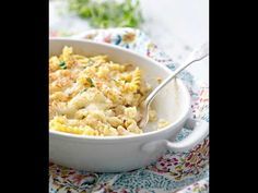 Dump and Bake Chicken Alfredo Casserole is an easy, cheesy, comfort food dinner for your busiest weeknights. A delicious, quick one-pot meal! Chicken Alfredo Casserole, Alfredo Chicken, Pasta Casserole, Alfredo Sauce, Parmesan Rice Recipe, Easy Casserole Recipes, Baked Chicken Recipes, Cheap Meals, One Pot Meals