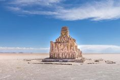 The Salar de Uyuni is a must see in #Bolivia Join me! #travel For the story see site in bio for full post ------------------------------------------- I live to experiment with my camera  This time with a 8mm lens. At the salar this is perfectly possible. ------------------------------------------- #NatGeoTravel #lp #expediapic #rtw #tripnatics #lovetheworld #traveller #igtravelers #travelling #beautifuldestinations #traveldeeper #writetotravel #bucketlist #huffpostgram #postcardsfromtheworld…