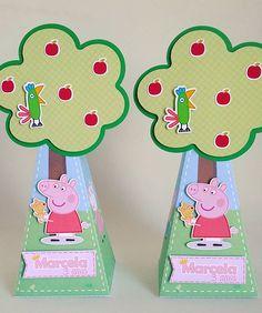 Caixa pirâmide árvore da porquinha mais fofa para uma aniversariante muito muito fofa!  #studiopapelencantado #personalizados #peppapig #festapeppa #scrapfesta #personalizadospeppa #personalizadosexclusivos #lembrancinhas #lembrancinhapeppa