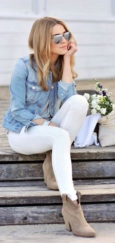 A Go-To Casual Fall Outfit Idea How to wear white denim in winter - I love this look so much! Gray tee, denim jacket, white jeans and nude boots. Look Fashion, Teen Fashion, Fashion Outfits, Womens Fashion, Latest Fashion, Fashion Trends, Workwear Fashion, Fashion Blogs, Fashion Sale