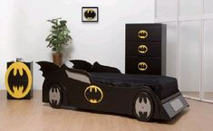 cool-kids-bedroom-design-with-batman-bed-and-wallpaper