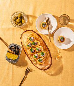 Essayez la recette de Feuilleté d'escargots au porto offerte par la Famille du lait! Special Recipes, Great Recipes, Recipe Master, Oeuvres, Master Chef, Cooking Time, Red Wine, Spoon, Blog