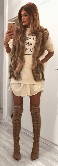 Awesome 79 Trending Fall Urban Women Fashion Ideas to Makes You Look Gorgeous. More at http://aksahinjewelry.com/2017/10/11/79-trending-fall-urban-women-fashion-ideas-makes-look-gorgeous/