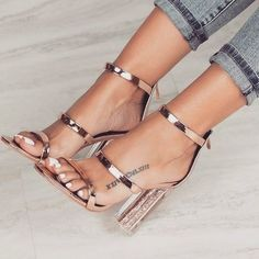 Casual Summer Shoes – Must Have Footwear Collection. The Best of high heels in Casual Sommerschuhe – Must Have Schuhkollektion. Das Beste aus High Heels im Jahr Dr Shoes, Crazy Shoes, Cute Shoes, Me Too Shoes, Shoes Heels, Prom Heels, Sexy Heels, Strappy Heels, Shoes Sneakers