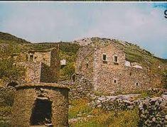 Ο Πύρριχος ή Κάβαλλος ήταν αρχαία πόλη της Λακωνίας και απέχει από την Αρεόπολη 6 χλμ, ενώ είναι κτισμένος αριστερά της εισόδου πεδιάδας, στο δρόμο με κατεύθυνση το χωριό Χειμάρα... Σύμφωνα με τον Παυσανία κατά την περιοδεία που περιγράφει στά Λακωνικά μετά από την πόλη Λάαν, και με στίγμα τον ποταμό Σκύρα προσδιορίζεται η πόλη Πύρριχος... Ο Παυσανίας αναφέρει φρέαρ στην αγορά της πόλης, που εξυπηρετούσε την ύδρευση των κατοίκων. Τό φρέαρ αυτό, θεωρούσαν ότι το προσέφερε ο Σιληνός σαν δώρο......