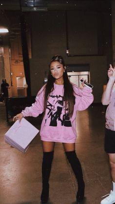 Ariana Grande Fotos, Concert Ariana Grande, Ariana Grande Pictures, Ariana Geande, Mode Outfits, Fashion Outfits, Style Fashion, Fashion Shoes, Ariana Grande Wallpaper