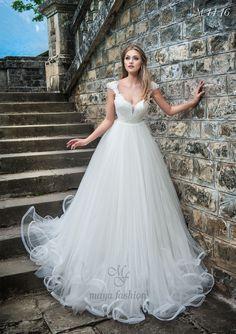 totally in love Princess Wedding Dresses, Elegant Wedding Dress, Wedding Dress Styles, Designer Wedding Dresses, Wedding Gowns, Bridal Outfits, Bridal Dresses, Maya Fashion, The Bride