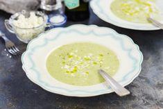 En vårgrön, slät och matig soppa på bönor broccoli och fetaost. Food Porn, Food And Drink, Pudding, Vegetarian, Vegan, Cooking, Desserts, Tips, Kitchen