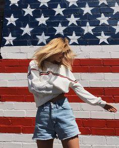 "79.5b Beğenme, 92 Yorum - Instagram'da Brandy Melville (@brandymelvilleusa): ""#brandyusa Gracen Sweatshirt ⚡️"""