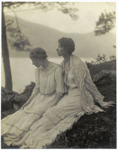 Alice Boughton, Two women under a tree (1906)    Could I please dress like this all the time? Or at least, for all activities except for running and climbing trees?
