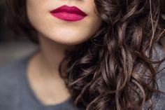 Il rossetto rosa indiano è il non-plus-ultra sulle ragazze more o castane con occhi castani, marrone scuro o nocciola. E qui trovate le 13 nuance migliori!