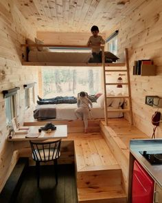 Minihaus Battle for the bunk beds. Photo by Evan Baker. Tyni House, Tiny House Cabin, Tiny House Living, Tiny House Design, Small Living, Design Your Life, Living Off The Land, Box Houses, Home Interior Design