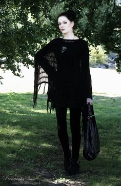 I would love to wear this for a day off from work, or while out doing errands. desperatehell.blogspot.ca