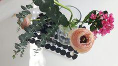 Kukat keittiössä Marimekko eukaluptys ja leinikki Marimekko, Floral Wreath, Wreaths, Plants, Home Decor, Decoration Home, Door Wreaths, Room Decor, Deco Mesh Wreaths