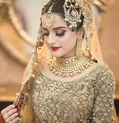 New pakistani bridal dresses Pakistani Bridal Makeup, Bridal Mehndi Dresses, Pakistani Wedding Outfits, Bridal Outfits, Indian Bridal, Pakistani Dresses, Indian Outfits, Bridal Lehenga, Pakistani Frocks