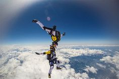 978 Skydivers Jump at 10,000 Meters over Mont Blanc